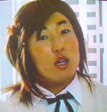 ロバート秋山竜次、清純派女優になりきる