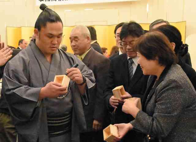 鳥取)石浦「応援を力に」 後援会発足パーティー:朝日新聞デジタル