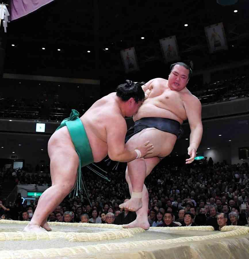 稀勢の里休場 左大胸筋損傷…5場所連続6度目「相撲を取るのは厳しい」 (デイリースポーツ) - Yahoo!ニュース
