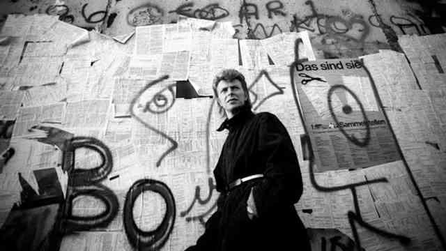 ベルリンの壁の向こうから聞こえる歓声を背に歌ったデヴィッド・ボウイ - TAP the POP|TAP the DAY|TAP the POP
