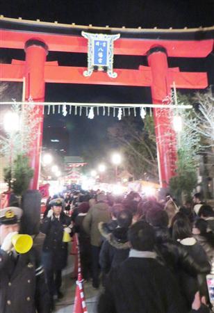 宮司刺殺の富岡八幡宮 参拝客の激減心配も1日に日付変わる直前には行列