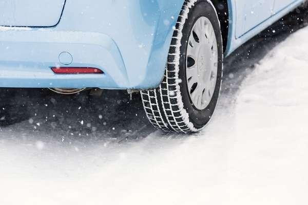 知ってた?ノーマルタイヤでの雪道運転は法令違反 国交省「立往生の多くはチェーン未装着の大型車が原因」