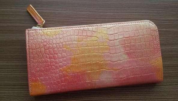 財布の風水における色、一番良いのはこれ!使い始めにやっておくと良い事とは? | 100テク