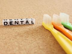 毎日の歯ブラシだけではダメ? 歯医者さんで定期的な歯のケアが必要なワケ