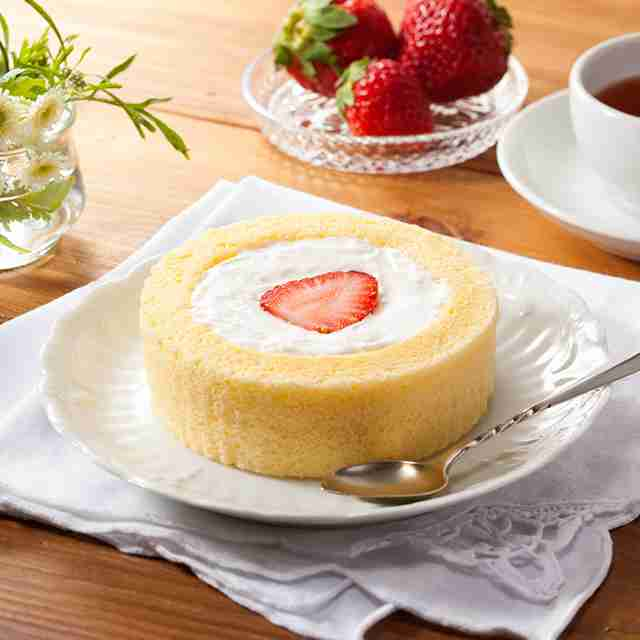 毎月22日は「プレミアム ロールケーキ」にいちごがのっている日!|ローソン研究所