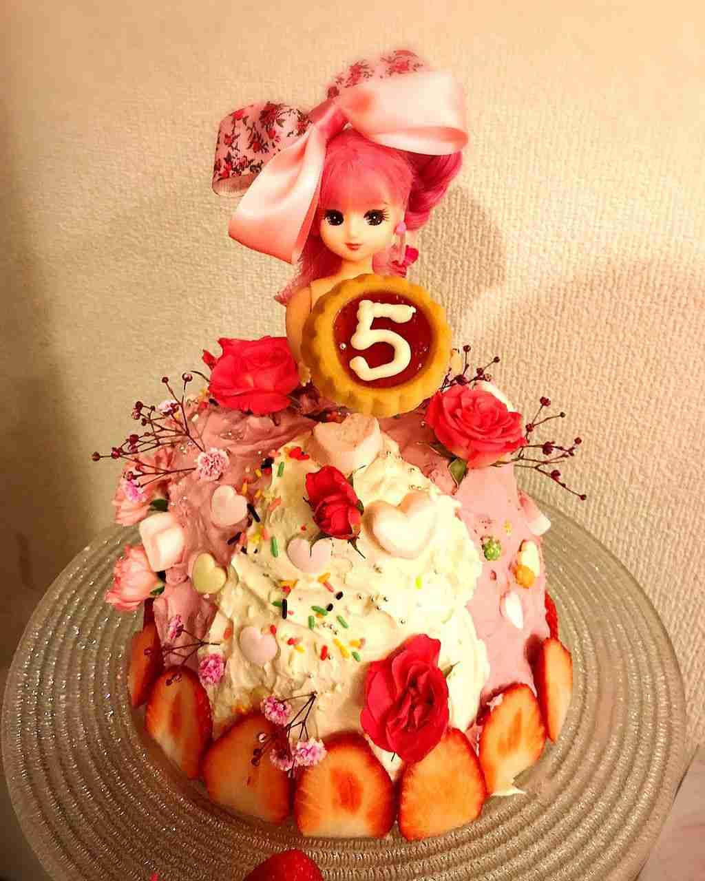 """第三子妊娠中の熊田曜子の""""手作りドールケーキ""""の完成度がすごいと話題"""