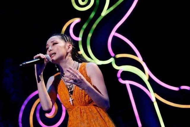 中島美嘉ツアーが上海で閉幕、7回の衣装チェンジで魅せる