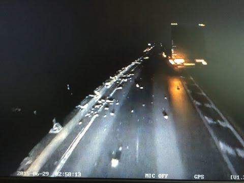 [ドライブレコーダー]箱根事故トレーラーが橋から転落炎上した死亡事故の衝撃瞬間映像 - YouTube