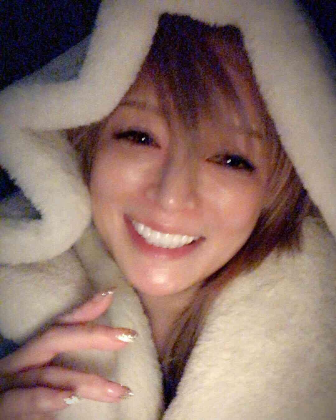 浜崎あゆみ、ふわふわフードすっぽりのナチュラルメイク写真公開に「溢れる笑顔たまらん」「歯が綺麗」