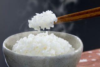夕食にお米を食べない人