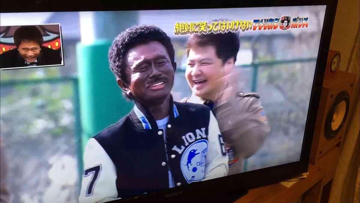 笑ってはいけない浜田の「黒人メイク」が黒人差別だと黒人外国人が大激怒!