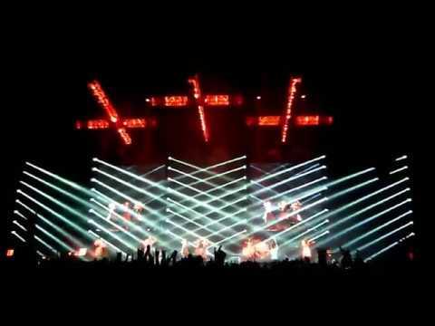 BABYMETAL Syncopation  巨大キツネ祭り 大阪城ホール 10月15日,2017 - YouTube