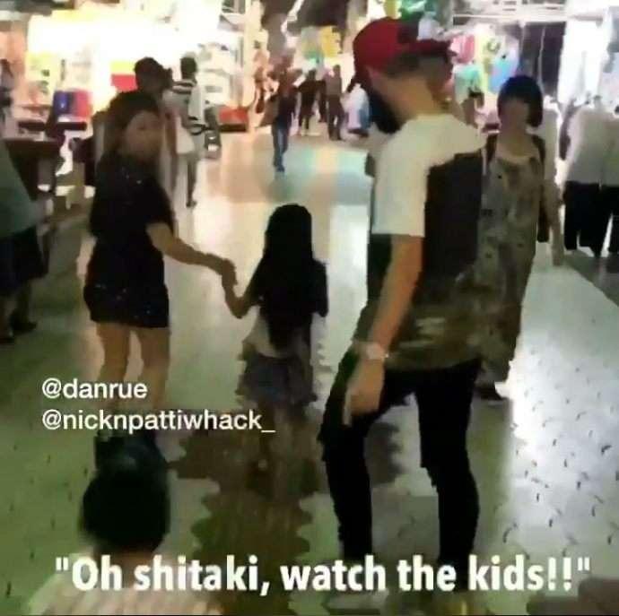 【これは酷い】外国人youtuber、今度は日本女児を後ろから抱きかかえて連れ去る様子を公開