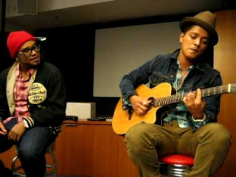 Bruno Mars - Nothin' On You (Solo Remix) (2010 Private Acoustic Live at OMD L.A.) - YouTube