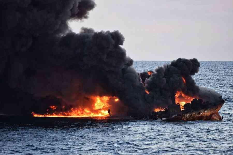 中国沖タンカー事故、深刻影響の恐れ 前代未聞の油流出量との指摘も (AFP=時事) - Yahoo!ニュース