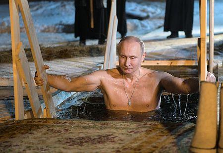 プーチン氏、氷点下で沐浴=大統領選前に健康アピール-ロシア | ニコニコニュース