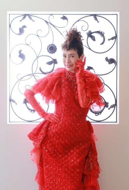 """60歳間近の久本雅美、""""還暦祝い""""で赤いドレスに初挑戦"""