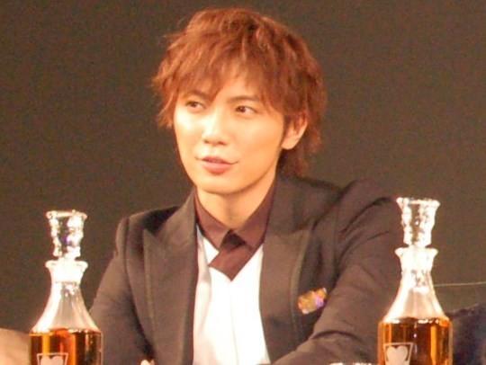成宮寛貴さん、クリエイターとして「再起」模索か 黒一色の「公式サイト」開設 : J-CASTニュース