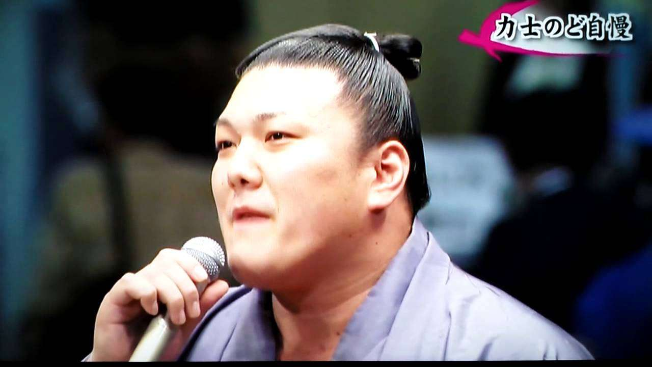 """勢翔太関 大相撲十一月場所前夜祭""""ありがとう感謝""""熱唱♬ - YouTube"""