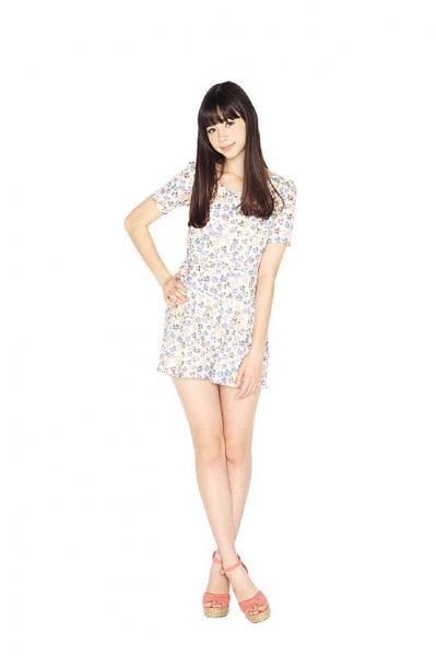 これが9頭身……! 朝比奈彩、セクシー衣装でフィギュアのような造形美を体現する