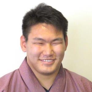 大鵬の孫・納谷、朝青龍のおいをすくい投げで破る!/初場所