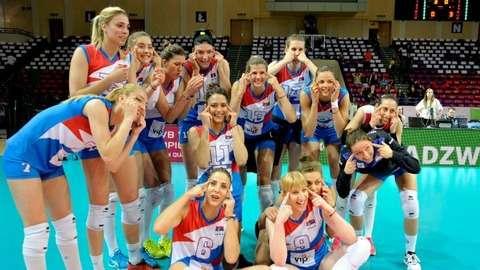 女子バレーセルビア代表に「人種差別」騒動 日本大会出場祝福で「つり目ポーズ」