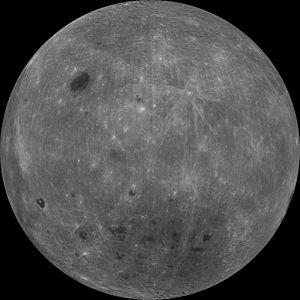「月を地球の反対側から見ると…ウソくさくて本物とは思えない」NASAの写真に驚きの声