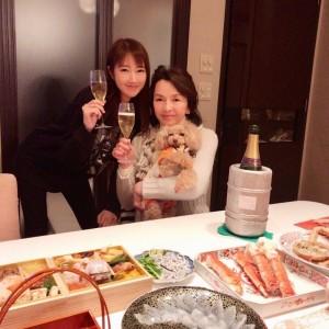 【エンタがビタミン♪】多岐川裕美&華子の母娘2ショット 「料亭のよう」な正月料理に注目集まる | Techinsight(テックインサイト)|海外セレブ、国内エンタメのオンリーワンをお届けするニュースサイト