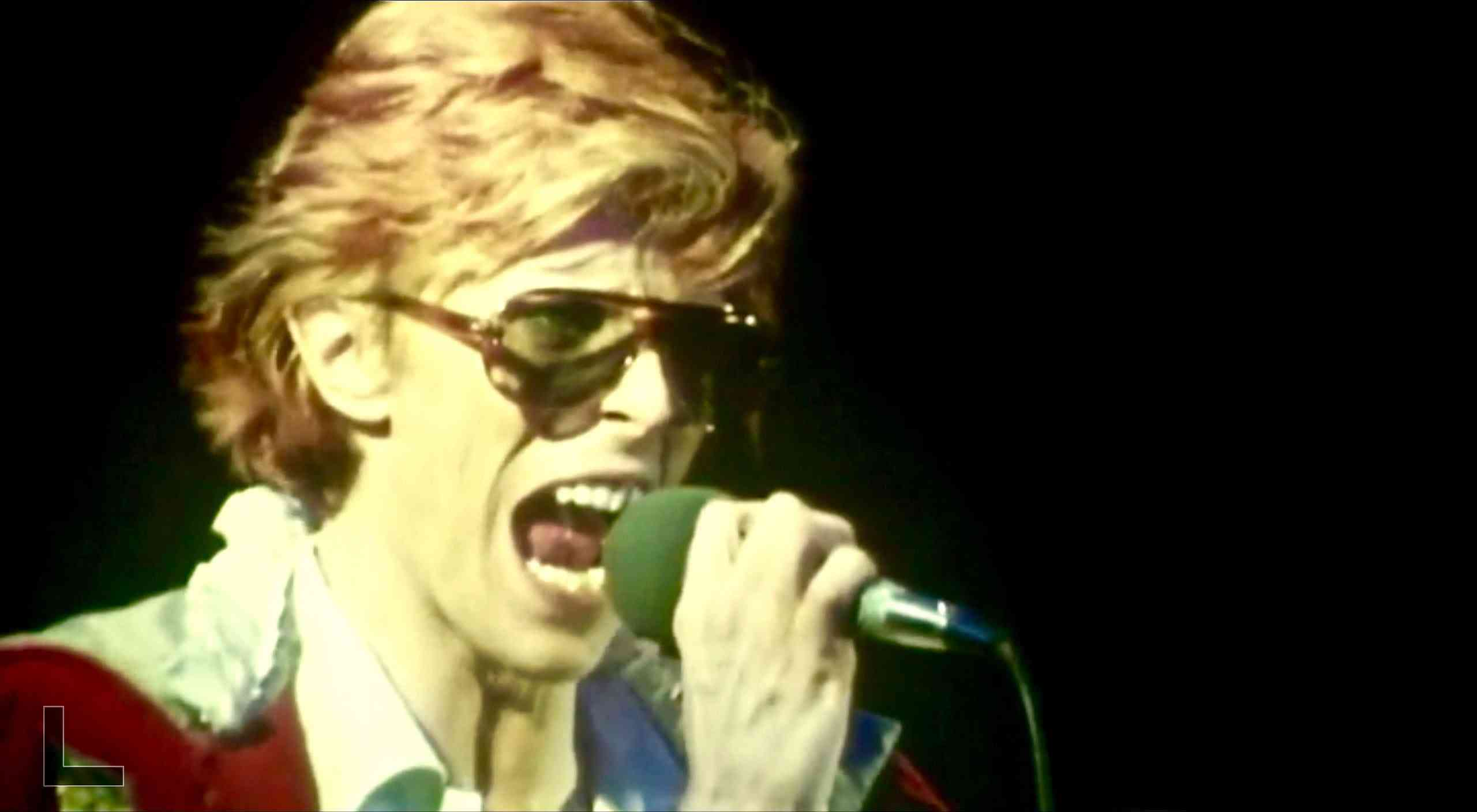 David Bowie - Cracked Actor - Live at the Universal Amphitheatre - 09/05/1974 - YouTube