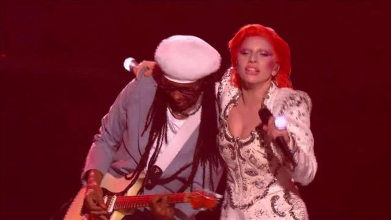 Lady Gaga hedret David Bowie under Grammy Awards - YouTube