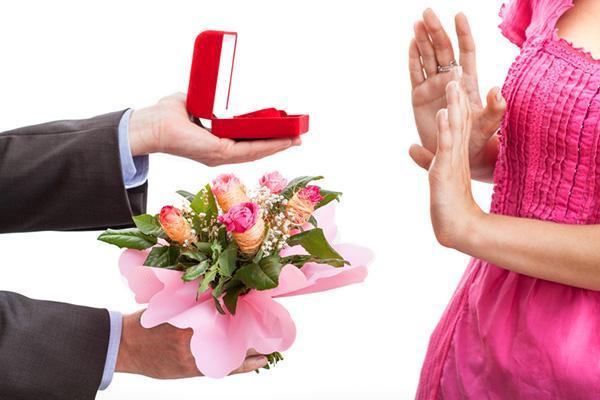 彼氏や夫に買ってもらう・養ってもらうのが心苦しい人