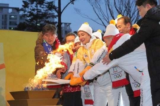 安藤美姫、チャン・グンソク 平昌五輪 聖火リレーに参加