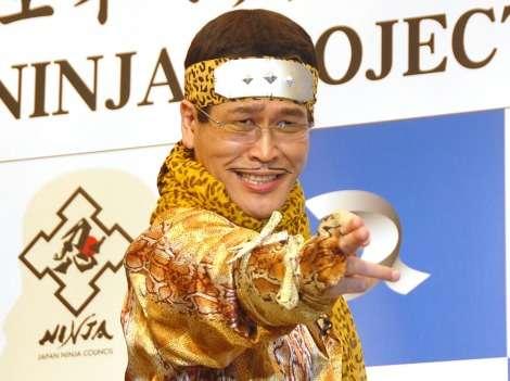 ピコ太郎、ド派手な忍者コスプレで忍べず 手裏剣失敗に「これは撒菱」
