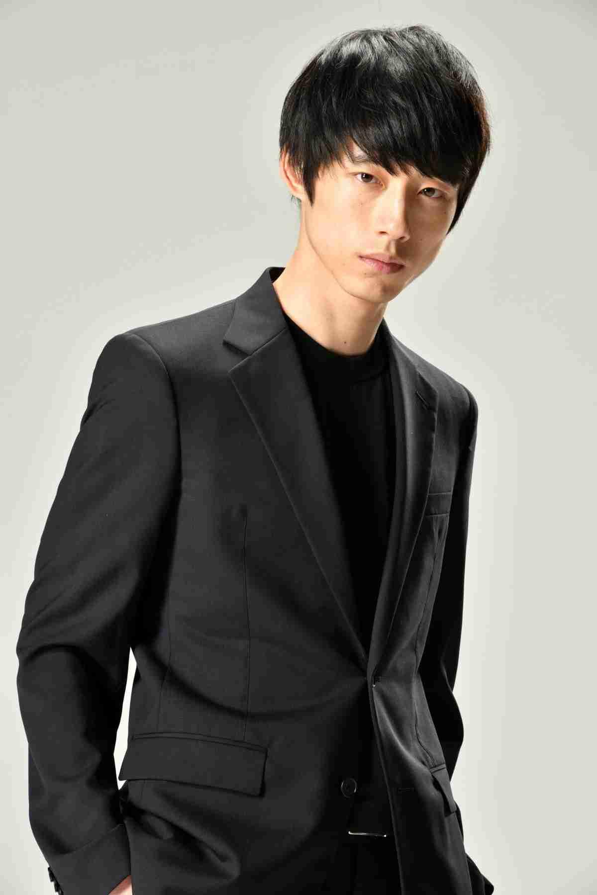 坂口健太郎、ドラマ初主演で警察官に!過去と現在が交差…未解決事件に挑む - シネマトゥデイ