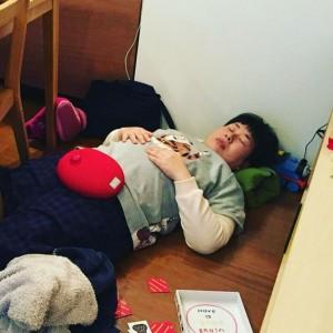 大島美幸、床で熟睡する姿に「自然体で微笑ましい」「めっちゃラブリー」の声