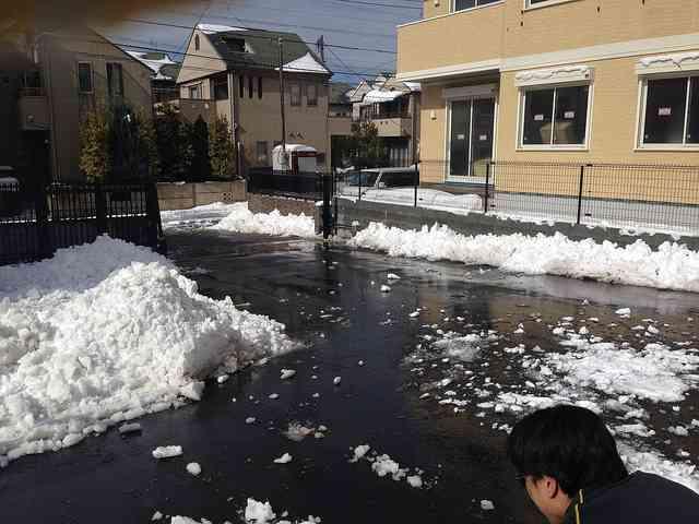 「隣人がウチの前に雪を積む」東京で発生した雪かきを巡る近隣トラブル (2018年2月3日掲載) - ライブドアニュース