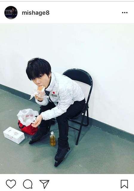 宇野昌磨、もぐもぐ顔のオフショット公開…「かわいい」と海外ファンからも大反響 : スポーツ報知