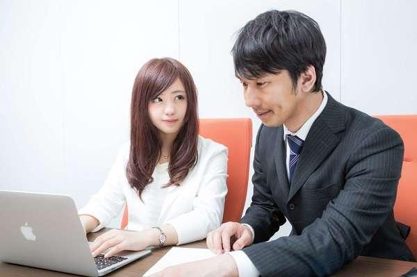 職場恋愛、半数以上が最終的に「相手とは別れた」トラブル内容2位「気まずくて仕事が手につかない」