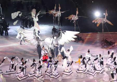 平昌五輪「開会式」 長野に次ぐ高視聴率28.5% 上半身裸の旗手、人面鳥が話題呼ぶ