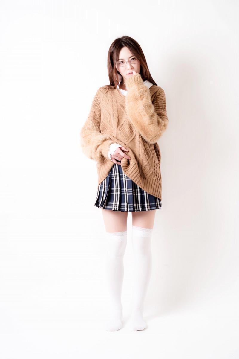 """""""美魔女グラドル""""岩本和子、42歳の女子高生に「宝物です」「コクっちゃうよ」と反響 - Ameba News [アメーバニュース]"""