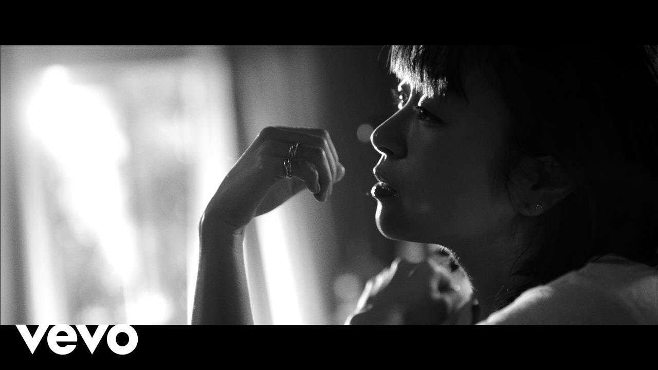 宇多田ヒカル - 花束を君に - YouTube