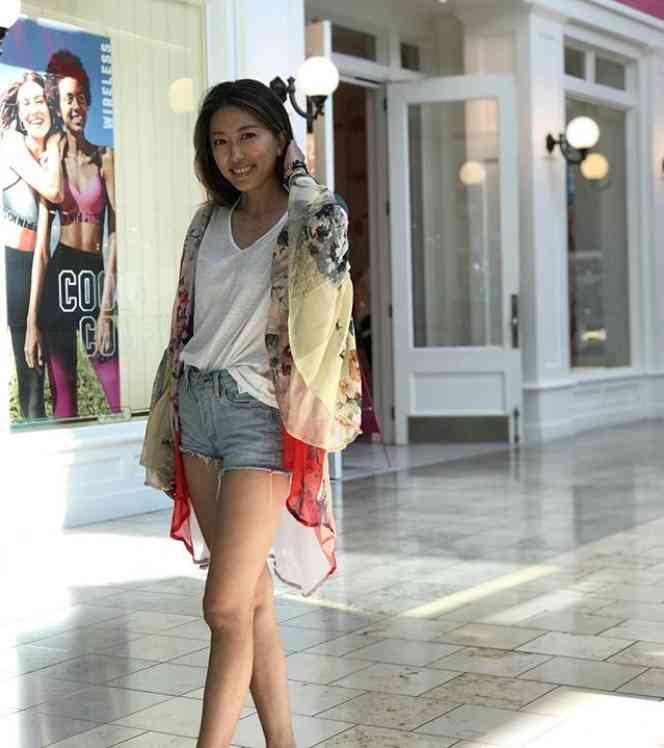 里田まい、夫の米フロリダ・キャンプに同行 ショートパンツの美脚に注目集まる