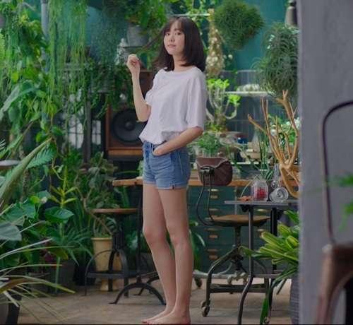 新垣結衣、ショートパンツ姿で美脚露わ | Narinari.com