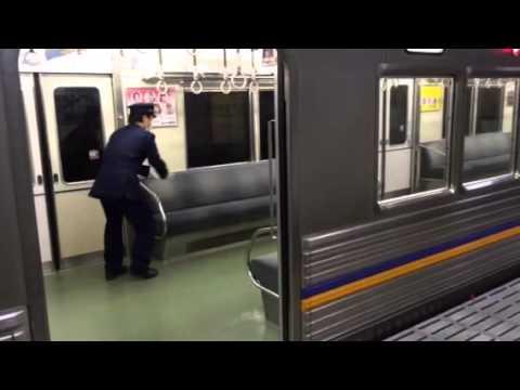 電車内に猫が…その後 (The cat takes the train) - YouTube