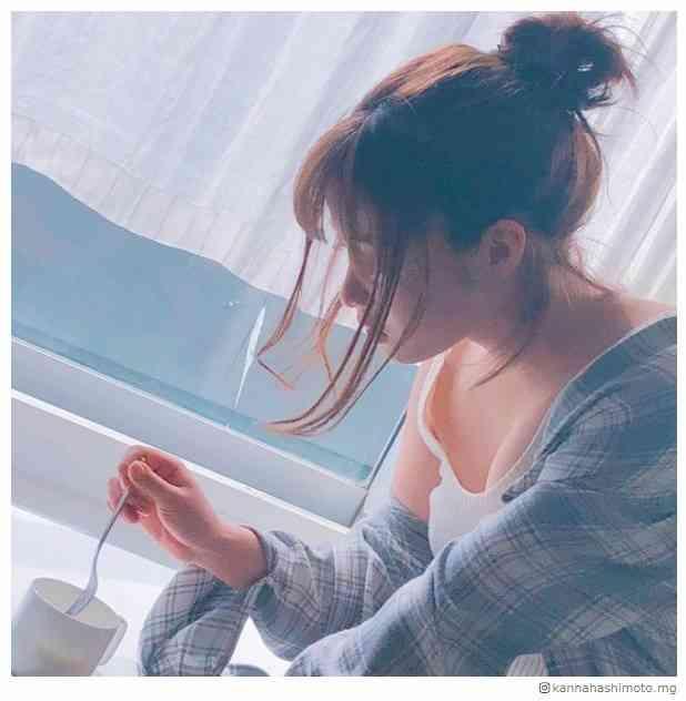 橋本環奈、胸元チラリSEXYショット「女神降臨」「色気すごい」絶賛の声