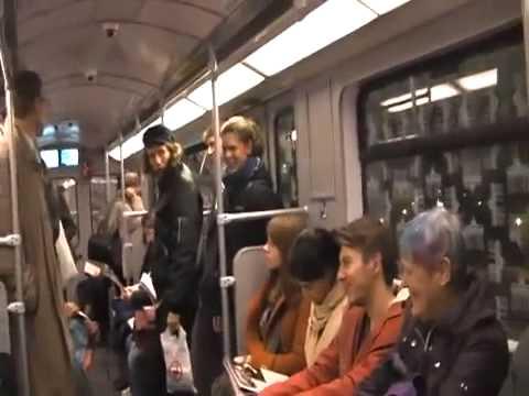 電車の中でつられ笑い!! 笑いの魔力 おもしろ動画 funny train - YouTube