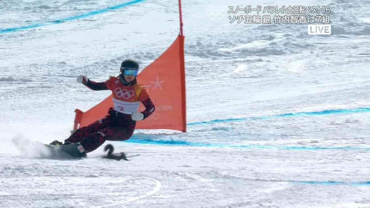 スノボレース中にリス?小動物がコース横切る パラレル大回転女子