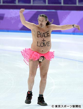 平昌五輪会場に裸のおっさんが乱入し5分もバレエ踊りまくる珍事 過去に561回も乱入を繰り返してきた常習犯 | ゴゴ通信