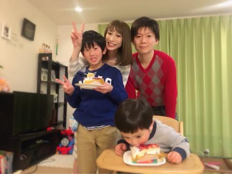 おかもとまり、夫・naoの亡くなった前妻の誕生日を家族でお祝い
