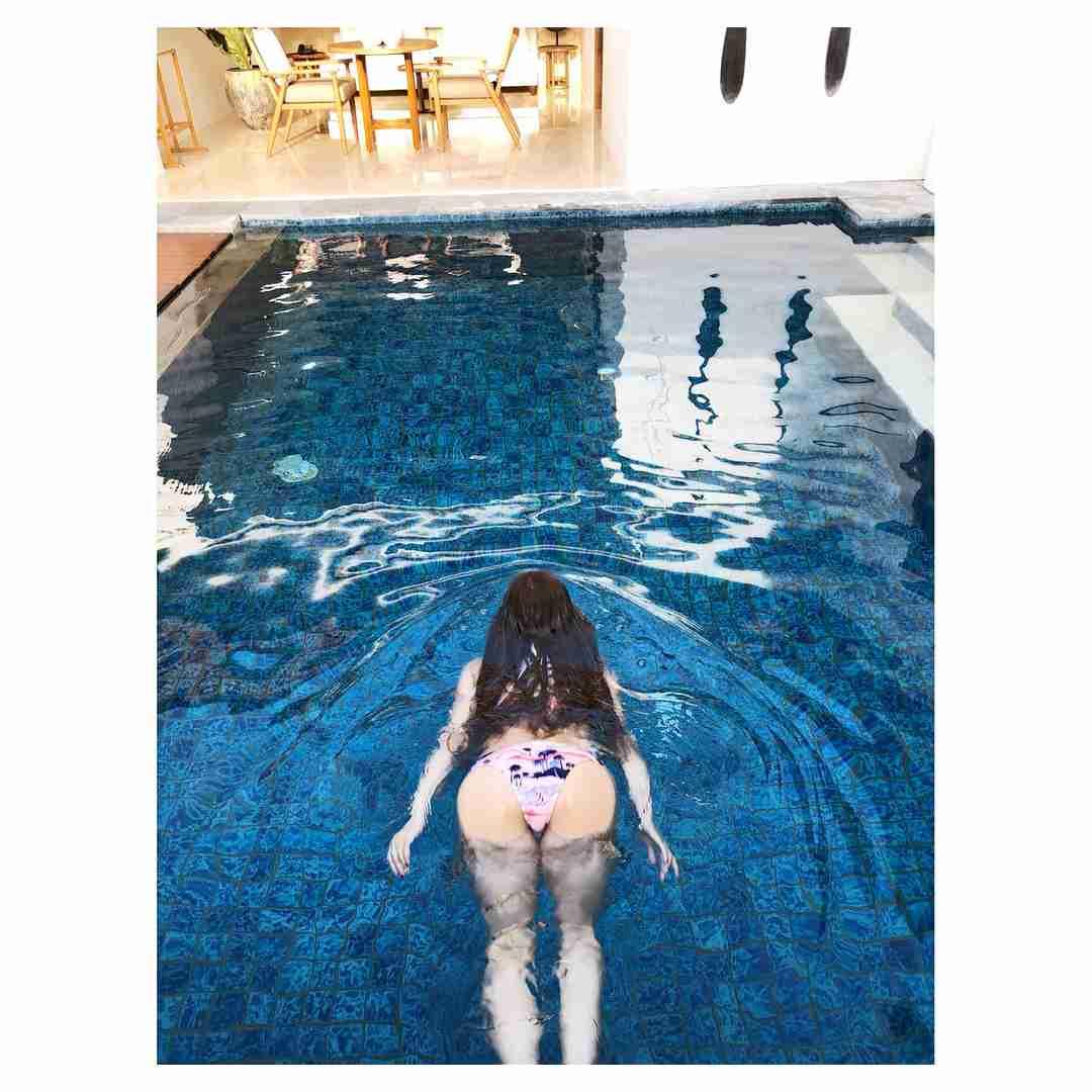 華原朋美、プールに浮かぶ美尻を大胆に披露も意味不明すぎてファンが騒然